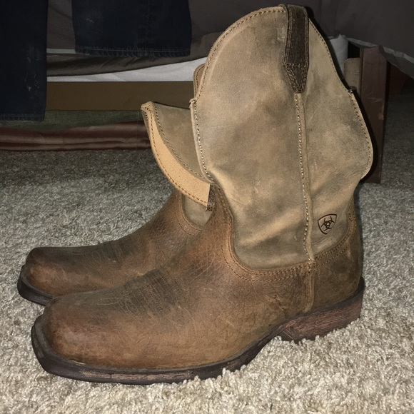 3562c9d1731 Men's Ariat square toe boots. Size 8.5
